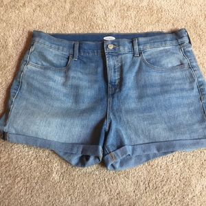 Old Navy light washed cuffed denim shorts